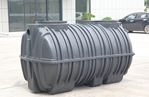 What are the advantages of plastic septic tanks over traditional septic tanks?